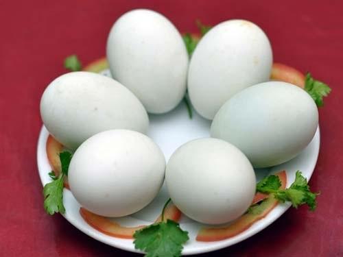 Bạn đã tìm mọi cách mà không tăng cân, thì hãy thử dùng trứng vịt lộn như thế này xem - Ảnh 2