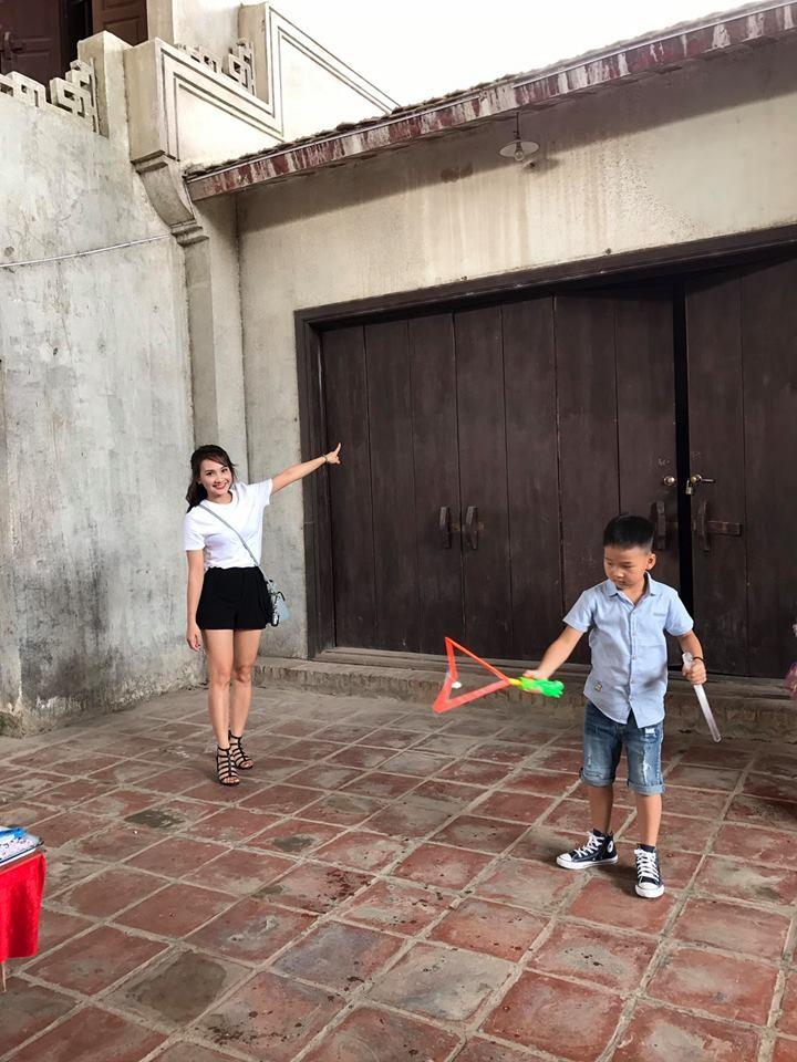Bảo Thanh vui vẻ đi chơi cùng chồng sau scandal 'thả thính' - Ảnh 3