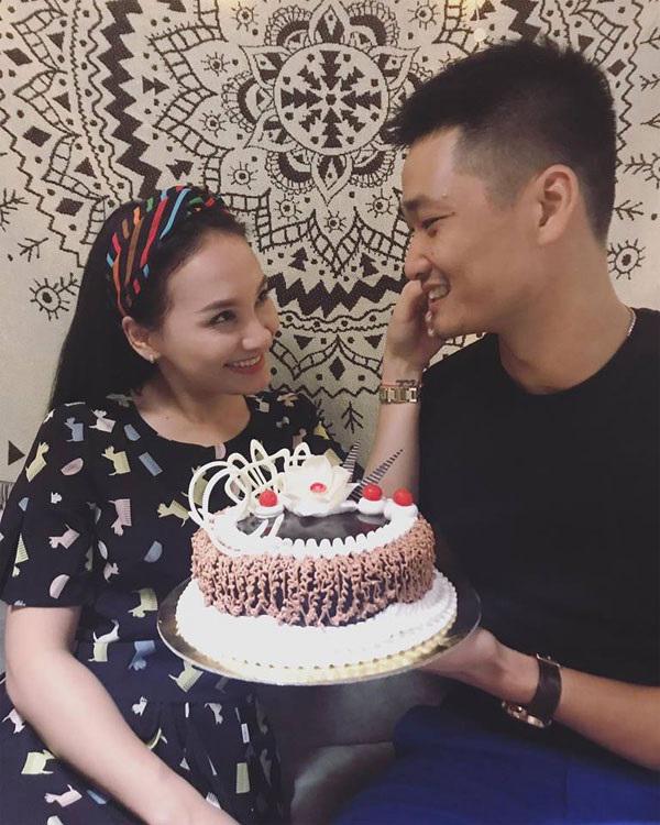 Sau ồn ào thả thính bạn diễn, Bảo Thanh 'Sống chung với mẹ chồng' tình tứ bên ông xã đón sinh nhật lần thứ 27 - Ảnh 4