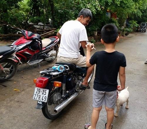 Nghi vấn bé trai 5 tuổi bị người phụ nữ trẻ bắt cóc giữa trưa ở Hà Nội - Ảnh 2