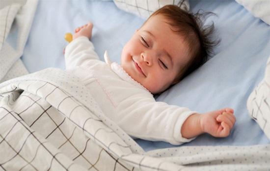 Bế con nằm úp mặt ru ngủ cho tình cảm, cha ân hận khi thức dậy con đã tử vong - Ảnh 3