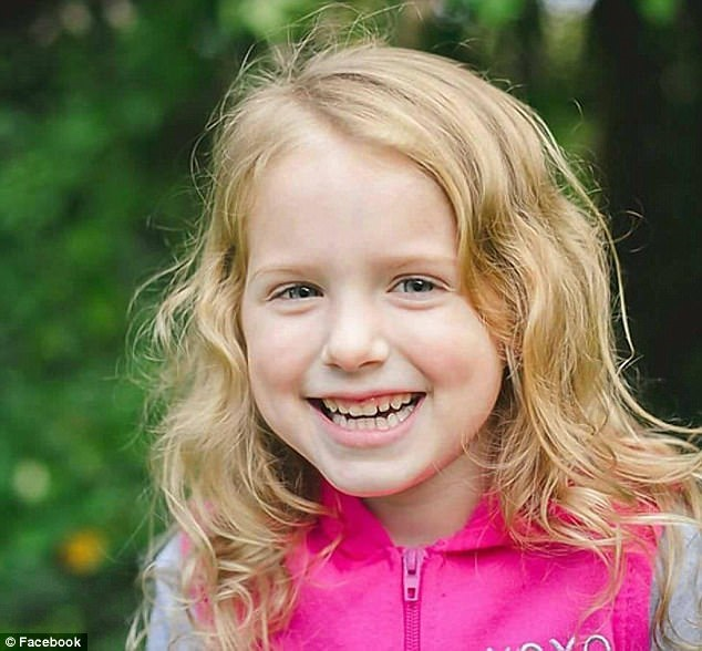 Phẫn nộ: Bé gái 5 tuổi bị cha dượng đâm tử vong, quấn chăn rồi đốt xác chỉ vì... đòi ăn - Ảnh 1