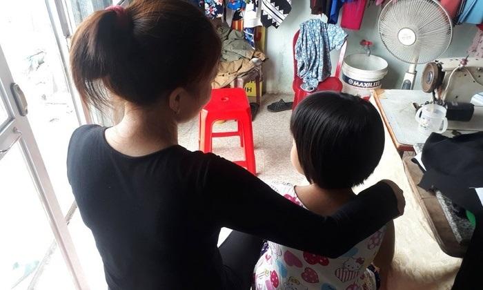 Bé gái thiểu năng 10 tuổi bị cụ ông xâm hại 3 lần trên giường bệnh: Hối tiếc muộn màng của người mẹ - Ảnh 1