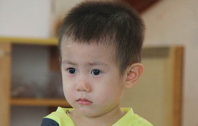 Bé trai 2 tuổi bị bỏ rơi ở cổng BV Từ Dũ: Để bé lại Sài Gòn ít hôm hi vọng gia đình đến đón - Ảnh 1