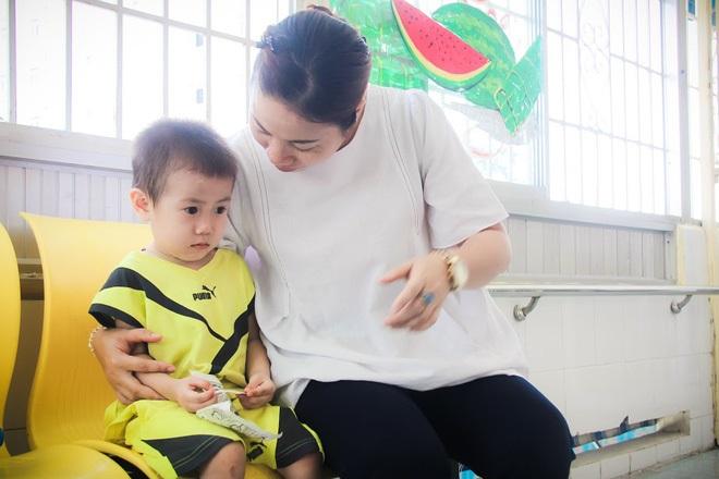Bé trai 2 tuổi bị bỏ rơi ở cổng BV Từ Dũ: Để bé lại Sài Gòn ít hôm hi vọng gia đình đến đón - Ảnh 10