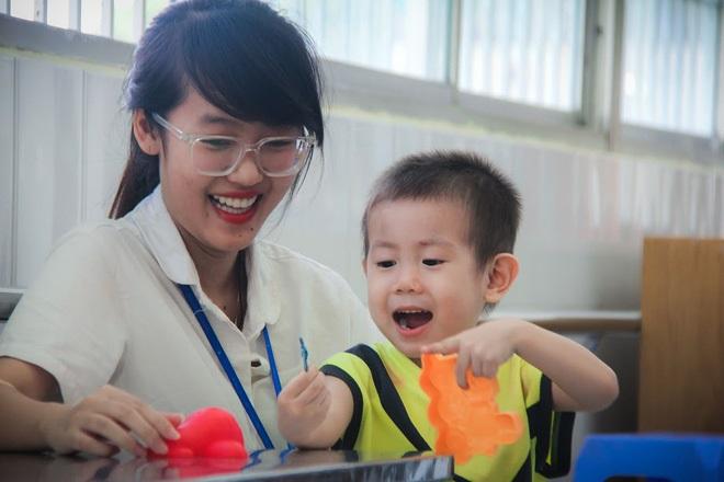 Bé trai 2 tuổi bị bỏ rơi ở cổng BV Từ Dũ: Để bé lại Sài Gòn ít hôm hi vọng gia đình đến đón - Ảnh 12