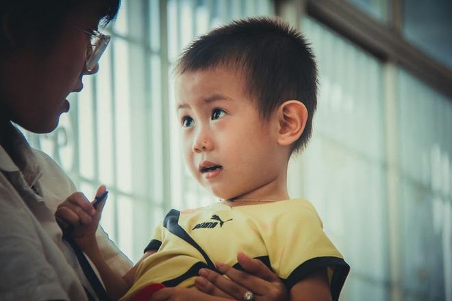 Bé trai 2 tuổi bị bỏ rơi ở cổng BV Từ Dũ: Để bé lại Sài Gòn ít hôm hi vọng gia đình đến đón - Ảnh 15