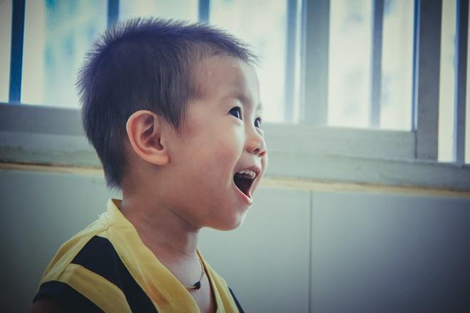 Bé trai 2 tuổi bị bỏ rơi ở cổng BV Từ Dũ: Để bé lại Sài Gòn ít hôm hi vọng gia đình đến đón - Ảnh 17