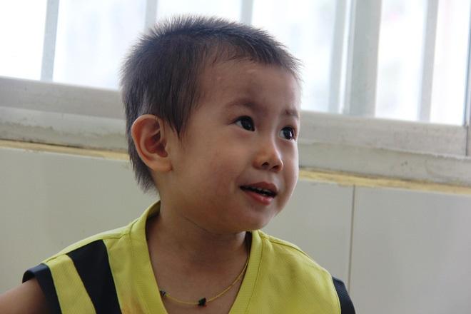 Bé trai 2 tuổi bị bỏ rơi ở cổng BV Từ Dũ: Để bé lại Sài Gòn ít hôm hi vọng gia đình đến đón - Ảnh 19