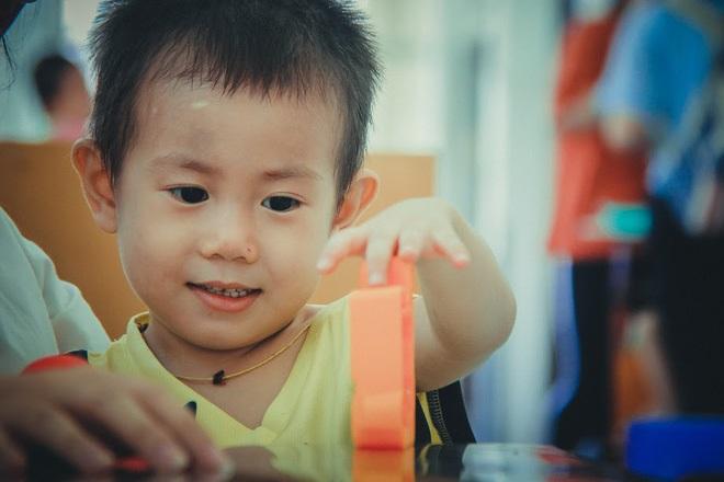 Bé trai 2 tuổi bị bỏ rơi ở cổng BV Từ Dũ: Để bé lại Sài Gòn ít hôm hi vọng gia đình đến đón - Ảnh 22