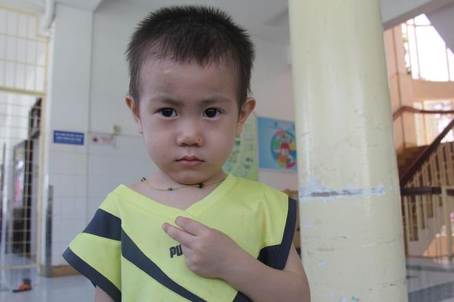 Bé trai 2 tuổi bị bỏ rơi ở cổng BV Từ Dũ: Để bé lại Sài Gòn ít hôm hi vọng gia đình đến đón - Ảnh 3