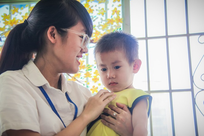 Bé trai 2 tuổi bị bỏ rơi ở cổng BV Từ Dũ: Để bé lại Sài Gòn ít hôm hi vọng gia đình đến đón - Ảnh 4
