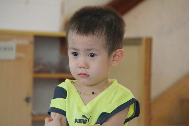 Bé trai 2 tuổi bị bỏ rơi ở cổng BV Từ Dũ: Để bé lại Sài Gòn ít hôm hi vọng gia đình đến đón - Ảnh 5