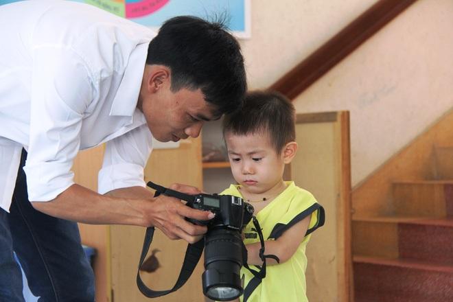Bé trai 2 tuổi bị bỏ rơi ở cổng BV Từ Dũ: Để bé lại Sài Gòn ít hôm hi vọng gia đình đến đón - Ảnh 6