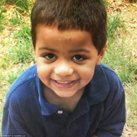 Sốc: Bé trai 7 tuổi bị cha và mẹ kế hành hạ đến chết, đem xác cho lợn ăn - Ảnh 1
