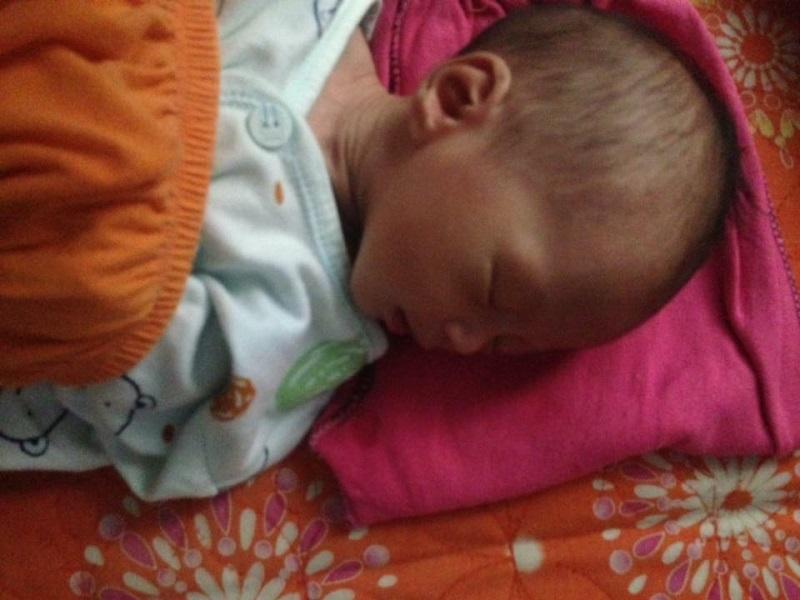 Xót xa bé trai 9 ngày tuổi bị mẹ bỏ rơi suy dinh dưỡng nặng - Ảnh 3