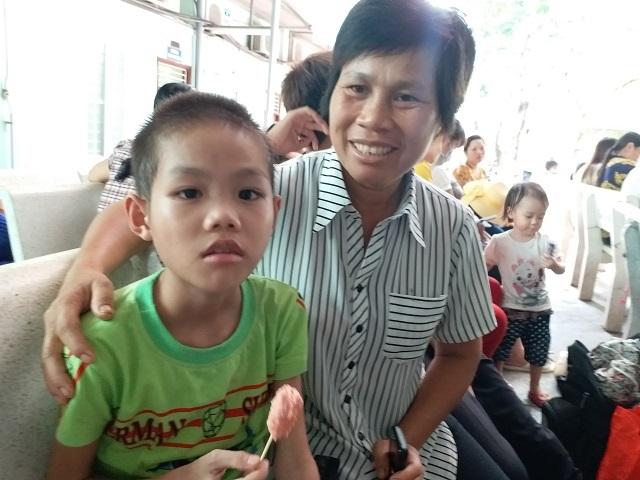 Xót xa bé 10 tuổi ăn mãi chẳng no vì bị cắt hết đại tràng