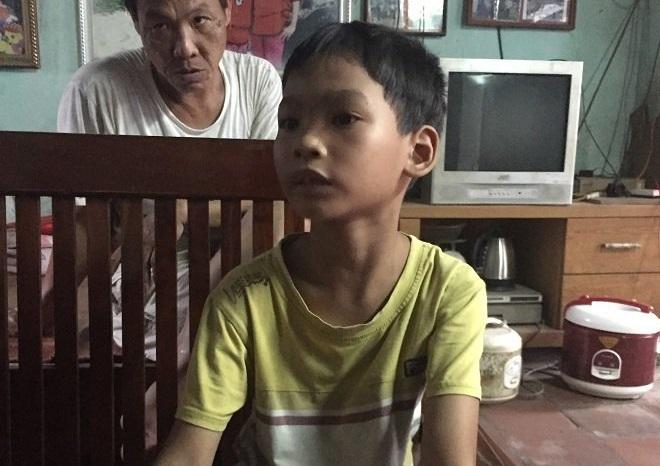 Sân đình gần nhà cháu bé 33 ngày tuổi bị sát hại: Bé trai lớp 4 bị kẻ lạ mặt lôi ra xe - Ảnh 3