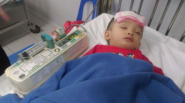 Bé trai hơn 1 tuổi bị bạo hành dã man ở Hà Nội: Về nhà chưa lâu lại có nguy cơ bị nhiễm trùng máu, mắc ung thư - Ảnh 1
