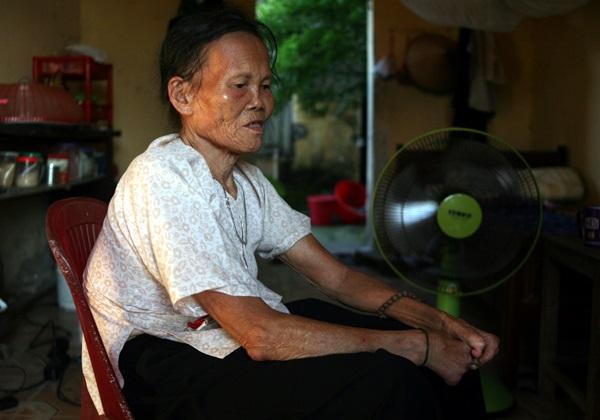 Nhói lòng cảnh 10 cụ già mắc bệnh 'xã hội xa lánh', sống chờ chết nơi rừng thiêng nước độc - Ảnh 3