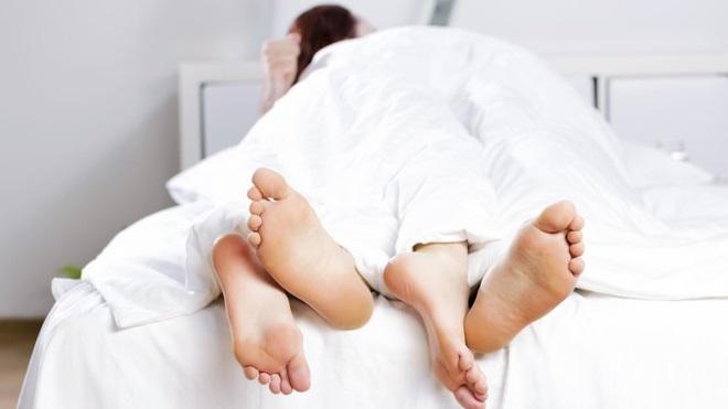 Bệnh lây truyền qua đường tình dục không 'tha' một ai nhưng ít người biết những điều này để phòng tránh - Ảnh 4