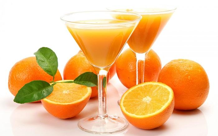 Khi bị bệnh trĩ nên ngoài uống nước lọc thì bạn nên uống các loại sinh tố khác như sinh tố cam, cà rốt