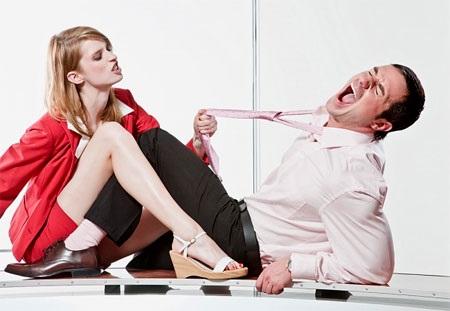 Bi hài chuyện chồng bị vợ bạo hành chốn phòng the - Ảnh 1