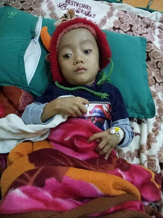 Bị mẹ tìm mọi cách phá bỏ từ trong bào thai, bé trai H'Mông 5 tuổi khuyết tật vẫn khát khao ước mơ đến trường - Ảnh 2