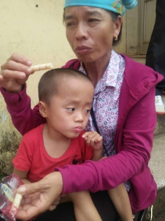 Bị mẹ tìm mọi cách phá bỏ từ trong bào thai, bé trai H'Mông 5 tuổi khuyết tật vẫn khát khao ước mơ đến trường - Ảnh 3