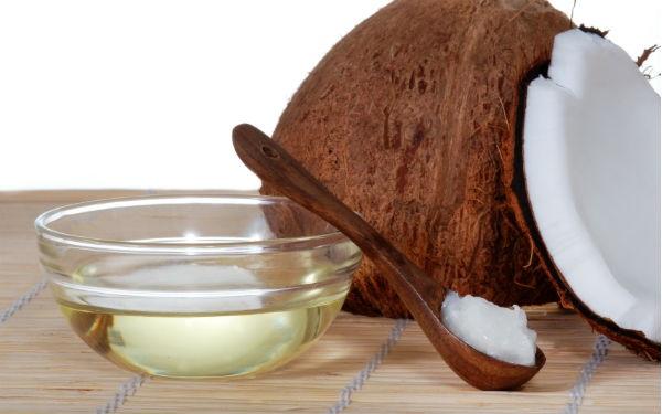 Làm sạch da mặt bằng dầu dừa không gây dị ứng, da tươi sáng vô cùng