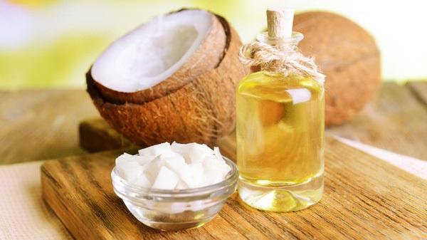 Da mịn màng, sạch mụn với bí quyết làm đẹp từ dầu dừa