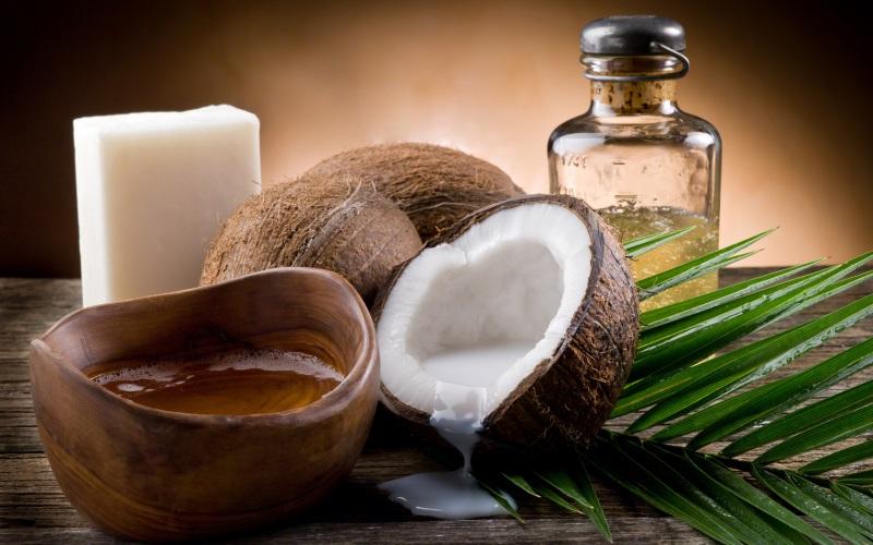 Dưỡng tóc mềm mượt, chắc khoẻ với dầu dừa đơn giản