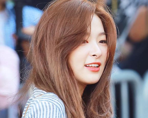 Seul Gi gia nhập vào SM vào năm 2007 và mất 7 năm làm thực tập sinh