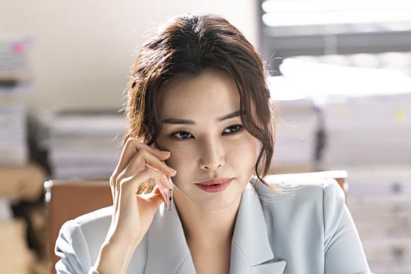 Sau khi đăng quang Hoa hậu Hàn Quốc, Honey Lee bắt đầu sự nghiệp diễn xuất với các vai phụ trongPastavàIron Daughters-In-Law