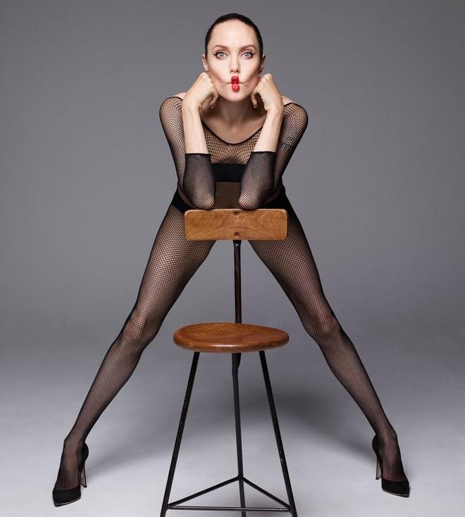 Angelina Jolie chụp ảnh khỏa thân - Ảnh 4
