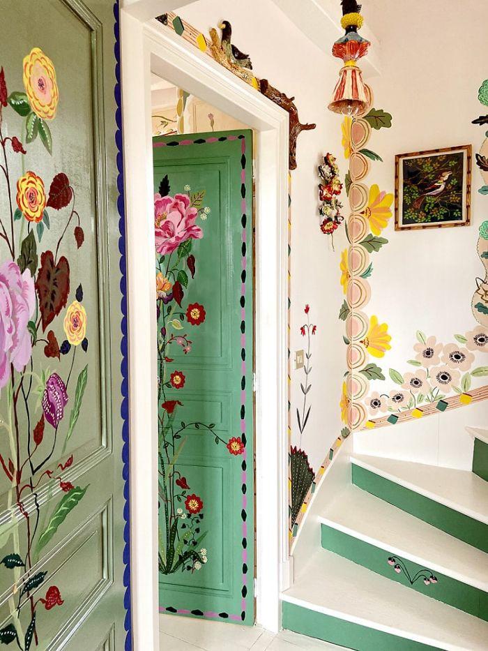 Nghệ sĩ Pháp trang trí nhà đẹp như cổ tích trong thời gian cách ly xã hội - Ảnh 1
