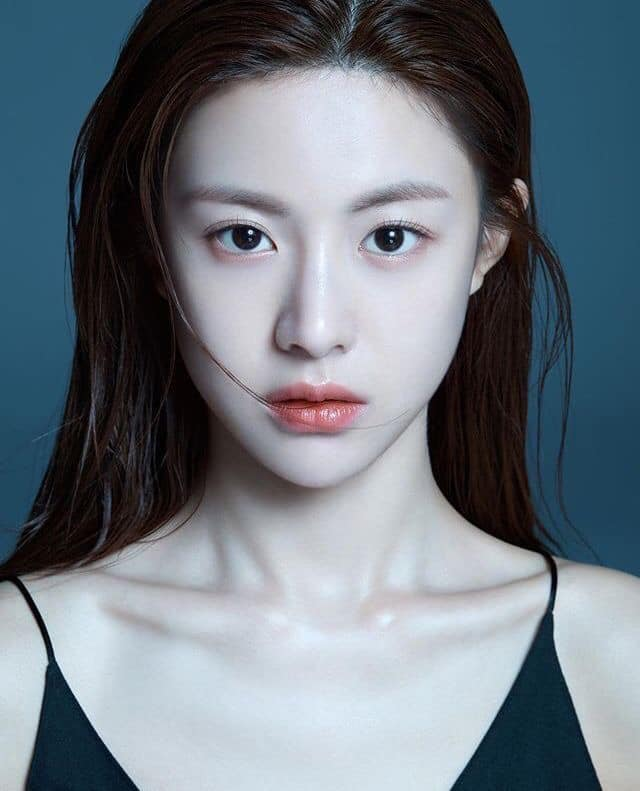 Ngắm nhan sắc đỉnh cao của Go Youn Jung - 1 trong 3 hình mẫu phẫu thuật thẩm mỹ mới nhất của Hàn Quốc - Ảnh 1