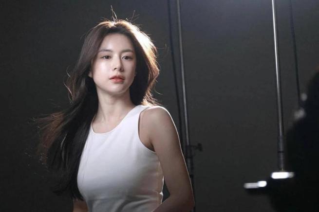 Ngắm nhan sắc đỉnh cao của Go Youn Jung - 1 trong 3 hình mẫu phẫu thuật thẩm mỹ mới nhất của Hàn Quốc - Ảnh 2