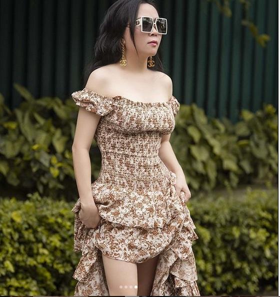 Phượng Chanel bị bóc mẽ photoshop da trắng toát, đầu gối biến mất - Ảnh 1