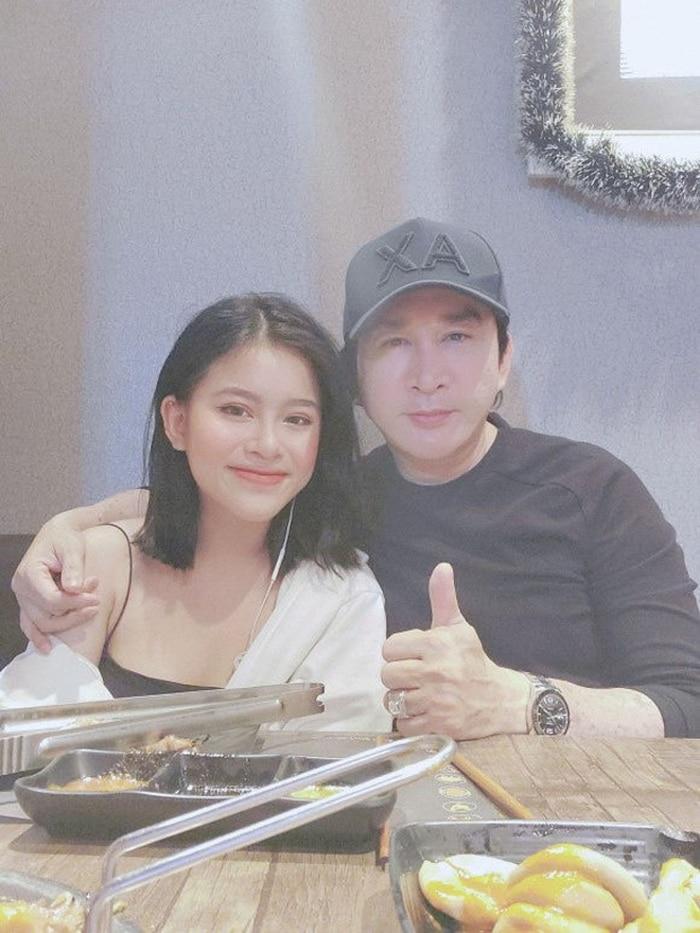 Hiếm hoi xuất hiện bên người bố nổi tiếng, con gái NSƯT Kim Tử Long gây 'sốt' với nhan sắc xinh như hotgirl - Ảnh 3