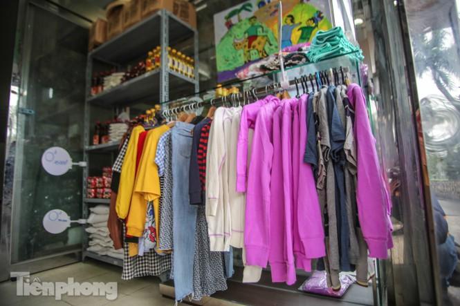 Sau 'ATM gạo', Hà Nội có thêm 'siêu thị 0 đồng' dành cho người nghèo chống COVID-19 - Ảnh 9