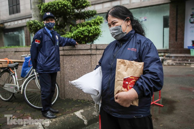 Sau 'ATM gạo', Hà Nội có thêm 'siêu thị 0 đồng' dành cho người nghèo chống COVID-19 - Ảnh 11
