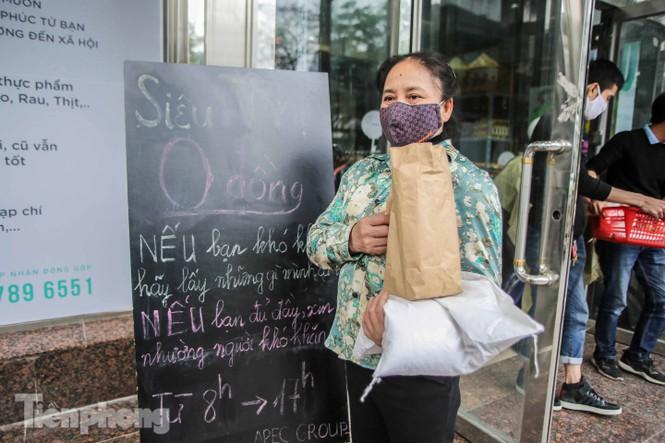 Sau 'ATM gạo', Hà Nội có thêm 'siêu thị 0 đồng' dành cho người nghèo chống COVID-19 - Ảnh 12