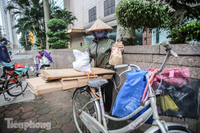 Sau 'ATM gạo', Hà Nội có thêm 'siêu thị 0 đồng' dành cho người nghèo chống COVID-19 - Ảnh 13