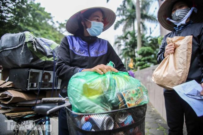 Sau 'ATM gạo', Hà Nội có thêm 'siêu thị 0 đồng' dành cho người nghèo chống COVID-19 - Ảnh 14