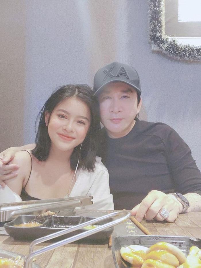 Hiếm hoi xuất hiện bên người bố nổi tiếng, con gái NSƯT Kim Tử Long gây 'sốt' với nhan sắc xinh như hotgirl - Ảnh 2