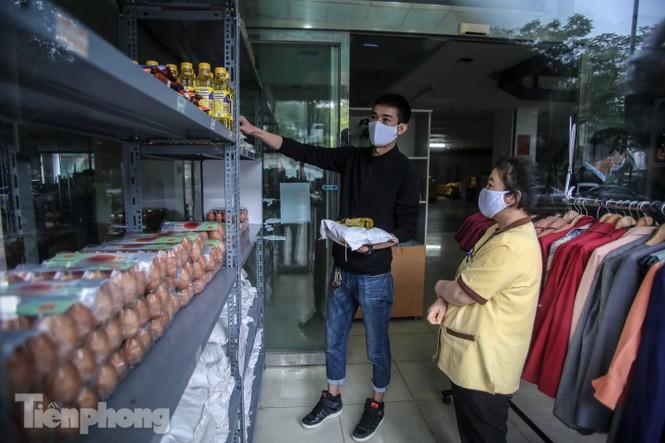 Sau 'ATM gạo', Hà Nội có thêm 'siêu thị 0 đồng' dành cho người nghèo chống COVID-19 - Ảnh 6