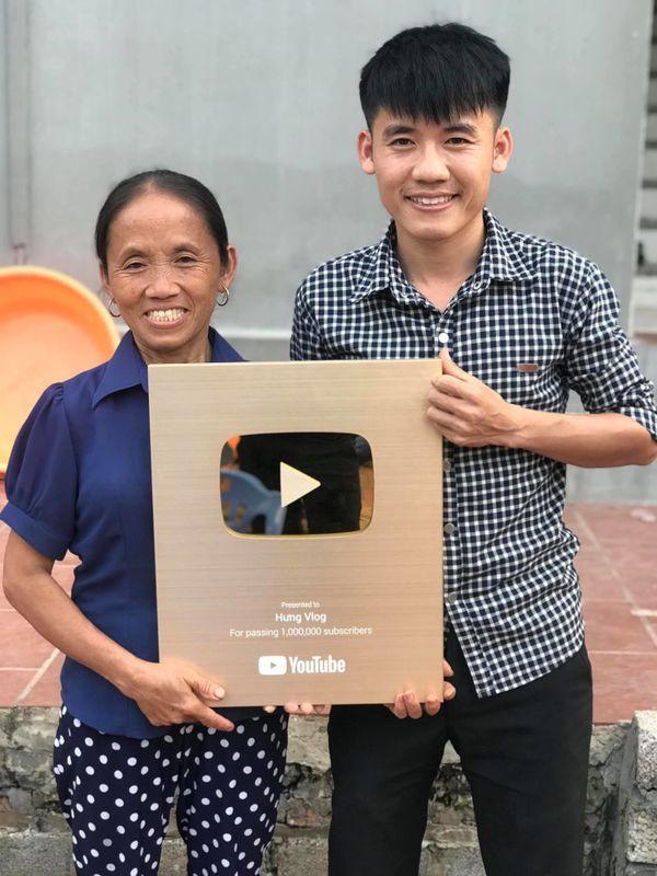 Tưởng ra lò clip mới, ai ngờ con trai bà Tân Vlog bị bóc phốt gian dối khán giả - Ảnh 1