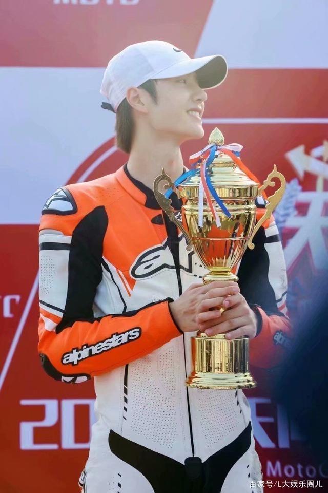 'Thiên thiên hướng thượng': Vương Nhất Bác tiết lộ 'bạn gái' khi giành được giải Á quân trong cuộc đua - Ảnh 10