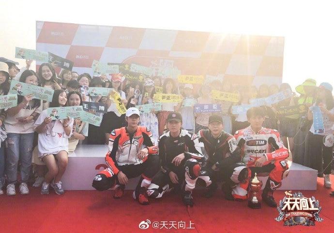 'Thiên thiên hướng thượng': Vương Nhất Bác tiết lộ 'bạn gái' khi giành được giải Á quân trong cuộc đua - Ảnh 6